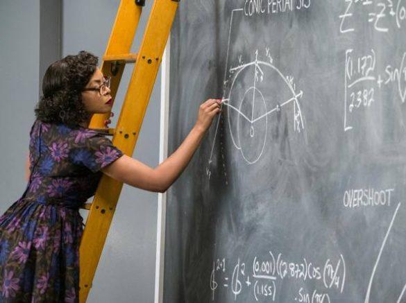 Katherine Goble intenta ad eseguire dei calcoli mai risolti prima dai ricercatori della NASA.